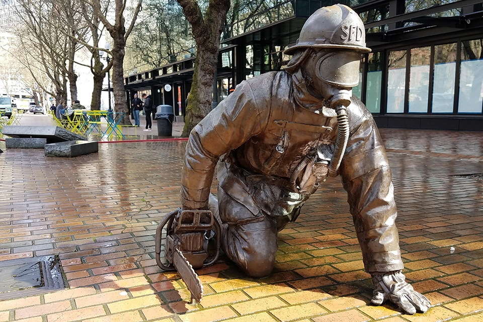 seattle_firefighter_statue